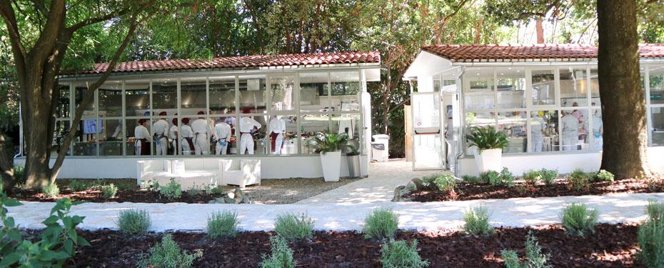烹饪学院在意大利罗马。意大利烹饪学院的厨师。在意大利,欧洲顶尖的专业烹饪学院。在罗马的意大利烹饪学院。